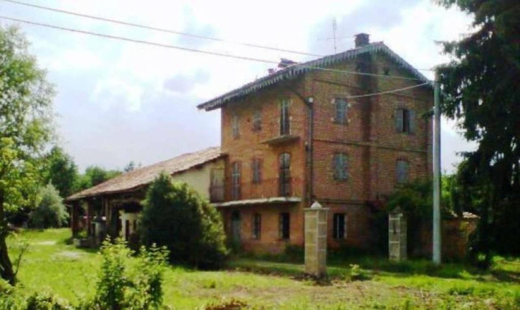 Rustico / Casale in vendita a Mondovì, 10 locali, Trattative riservate   CambioCasa.it