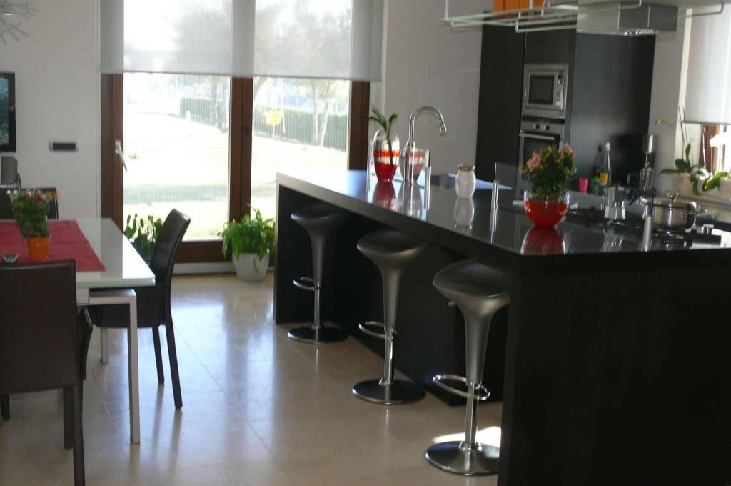 Villa in vendita a Belvedere Langhe, 10 locali, Trattative riservate | CambioCasa.it