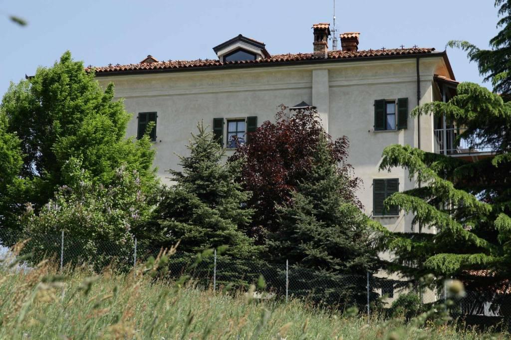 Palazzo / Stabile in vendita a Mondovì, 10 locali, Trattative riservate   CambioCasa.it