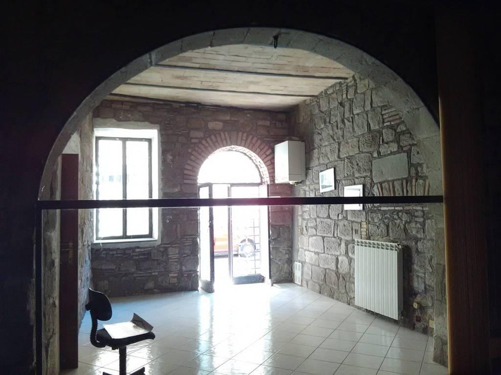 Negozio / Locale in vendita a Viterbo, 3 locali, prezzo € 75.000   CambioCasa.it