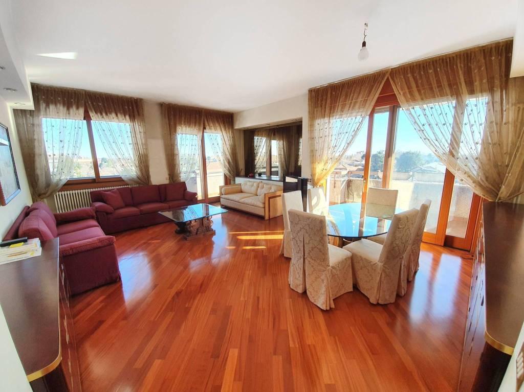 Appartamento in vendita a Caronno Pertusella, 3 locali, prezzo € 220.000   CambioCasa.it