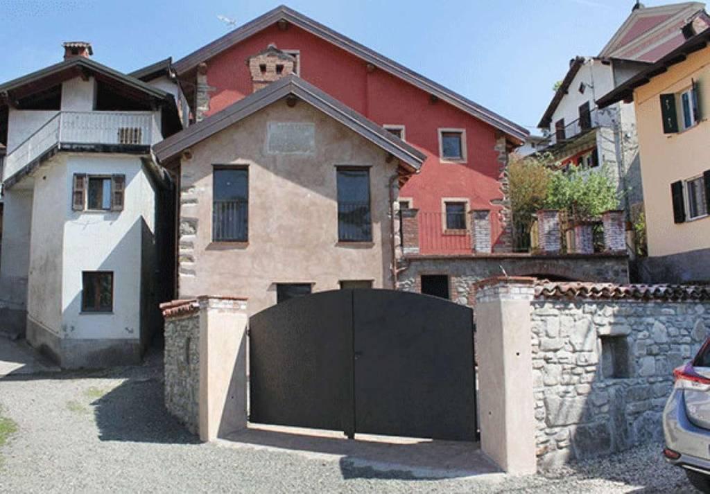 Rustico / Casale in vendita a Grondona, 7 locali, prezzo € 380.000   CambioCasa.it