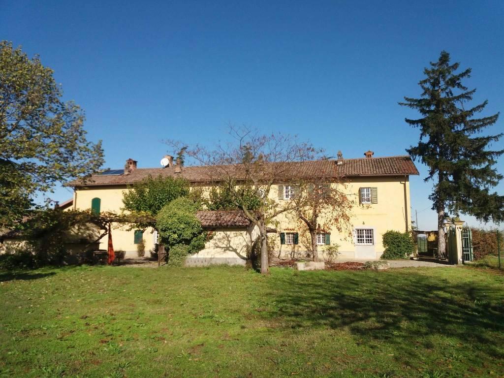 Rustico / Casale in vendita a Pozzolo Formigaro, 20 locali, prezzo € 575.000 | CambioCasa.it
