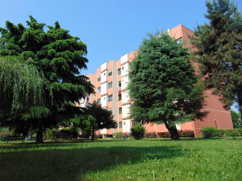 Appartamento in vendita a Beinasco, 4 locali, prezzo € 90.000 | CambioCasa.it