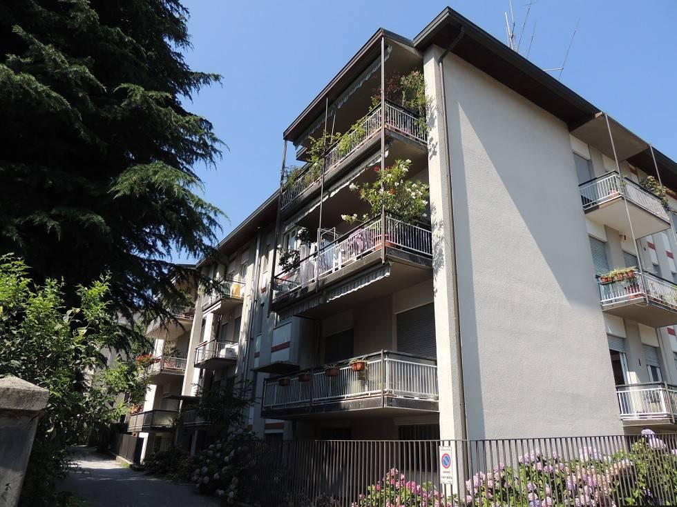 Appartamento in vendita a Erba, 4 locali, prezzo € 155.000 | CambioCasa.it