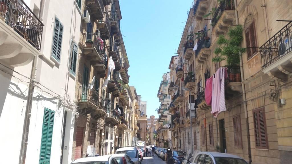 Appartamento in Vendita a Palermo Centro: 4 locali, 95 mq