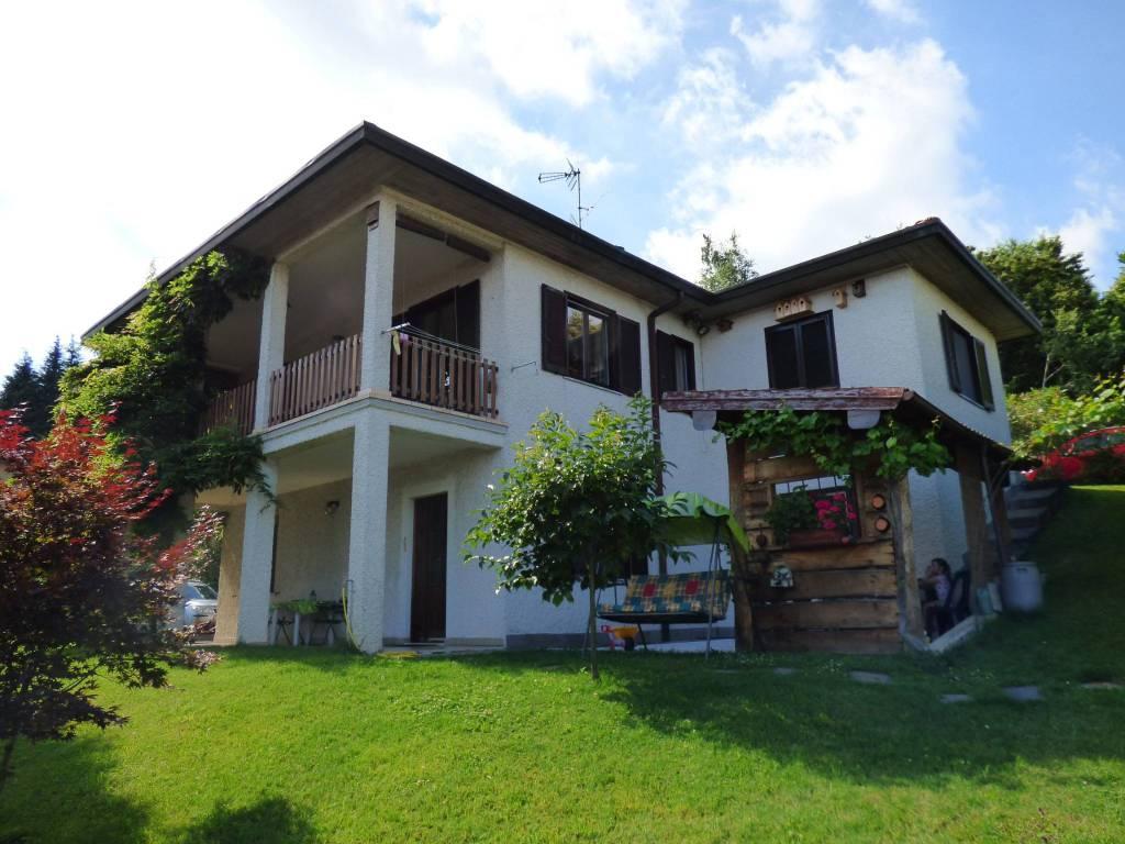 Villa in vendita a Montegrino Valtravaglia, 8 locali, prezzo € 350.000 | PortaleAgenzieImmobiliari.it