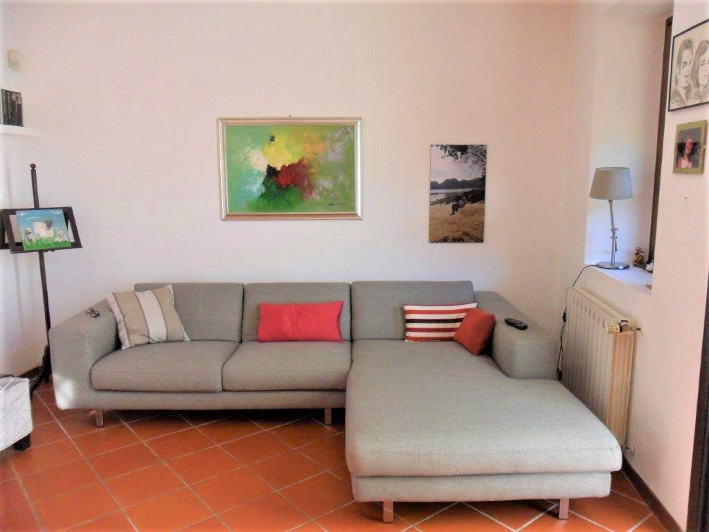 Appartamento in vendita a Camaiore, 3 locali, prezzo € 240.000 | CambioCasa.it