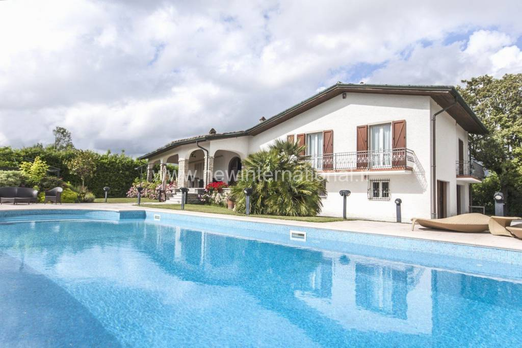 Villa 6 locali in vendita a Forte dei Marmi (LU)