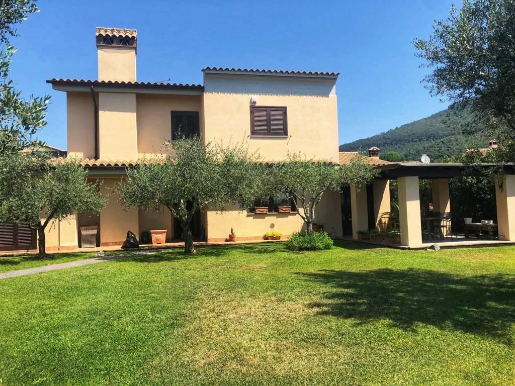 Villa in affitto a Trevignano Romano, 6 locali, prezzo € 1.600 | CambioCasa.it