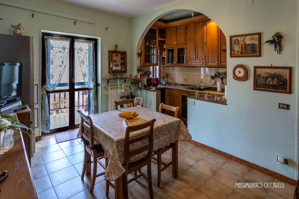 Appartamento in vendita a Lanuvio, 3 locali, prezzo € 85.000   CambioCasa.it
