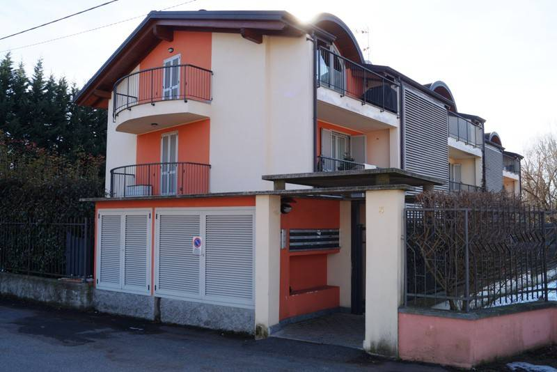Appartamento in affitto a Sesto Calende, 3 locali, prezzo € 650 | CambioCasa.it