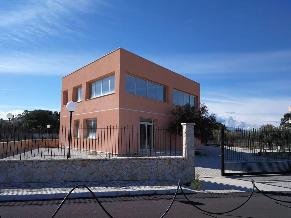 Negozio / Locale in affitto a Terrasini, 2 locali, prezzo € 2.300   CambioCasa.it