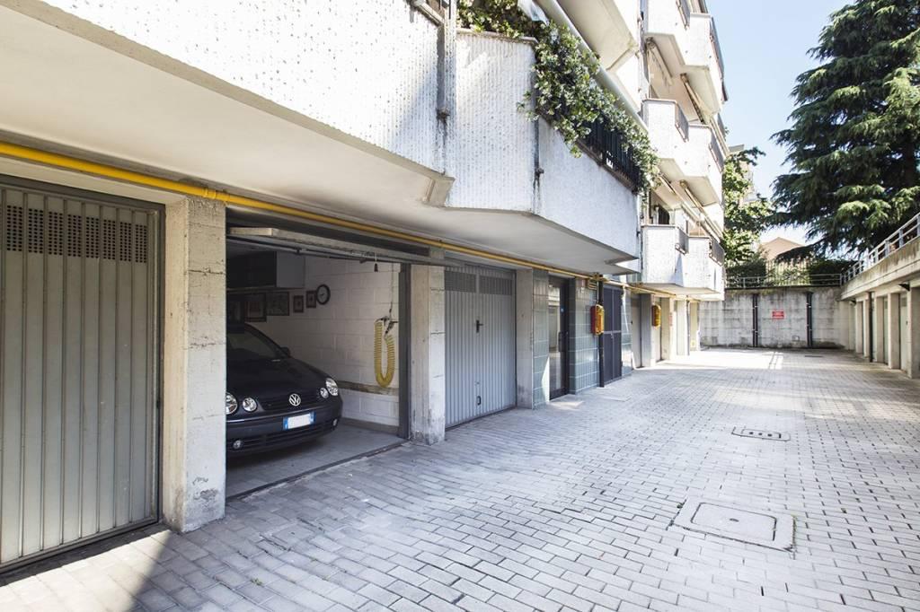 Box / Garage in Vendita a Cinisello Balsamo