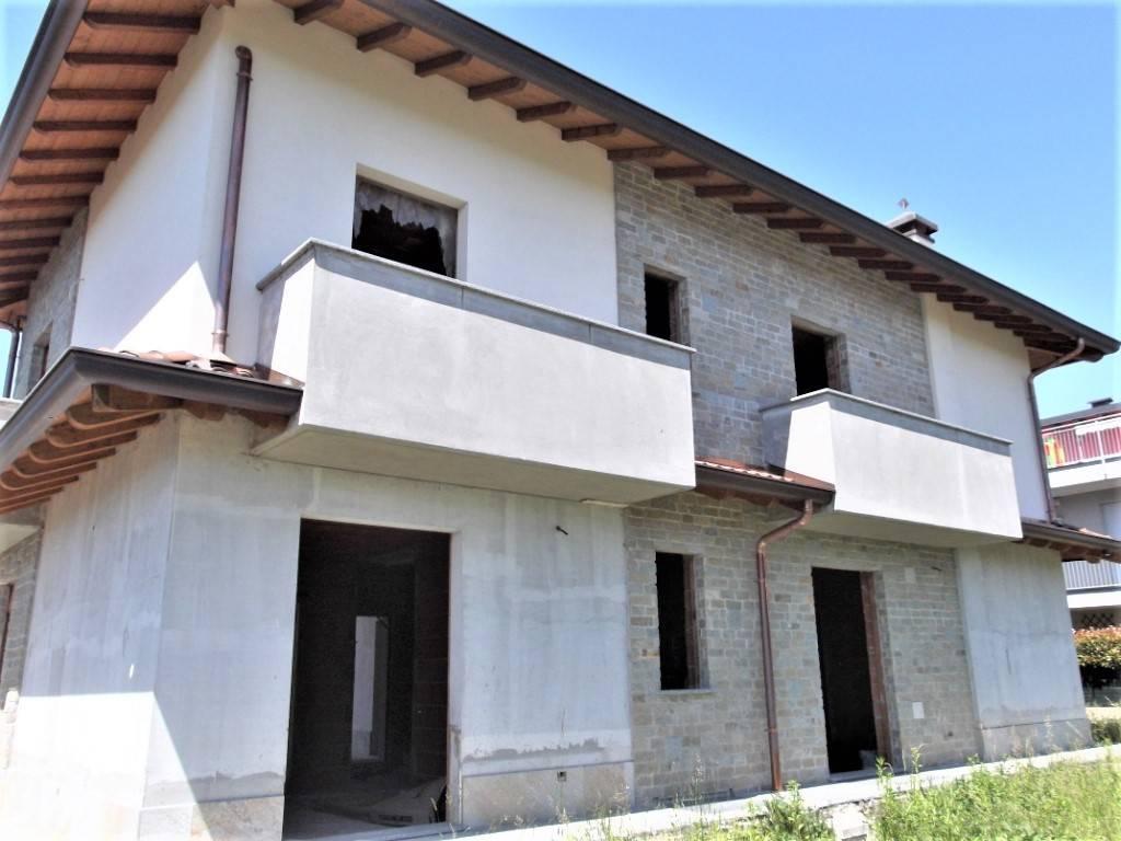 Villa a Schiera in vendita a Carugo, 4 locali, prezzo € 363.000 | PortaleAgenzieImmobiliari.it
