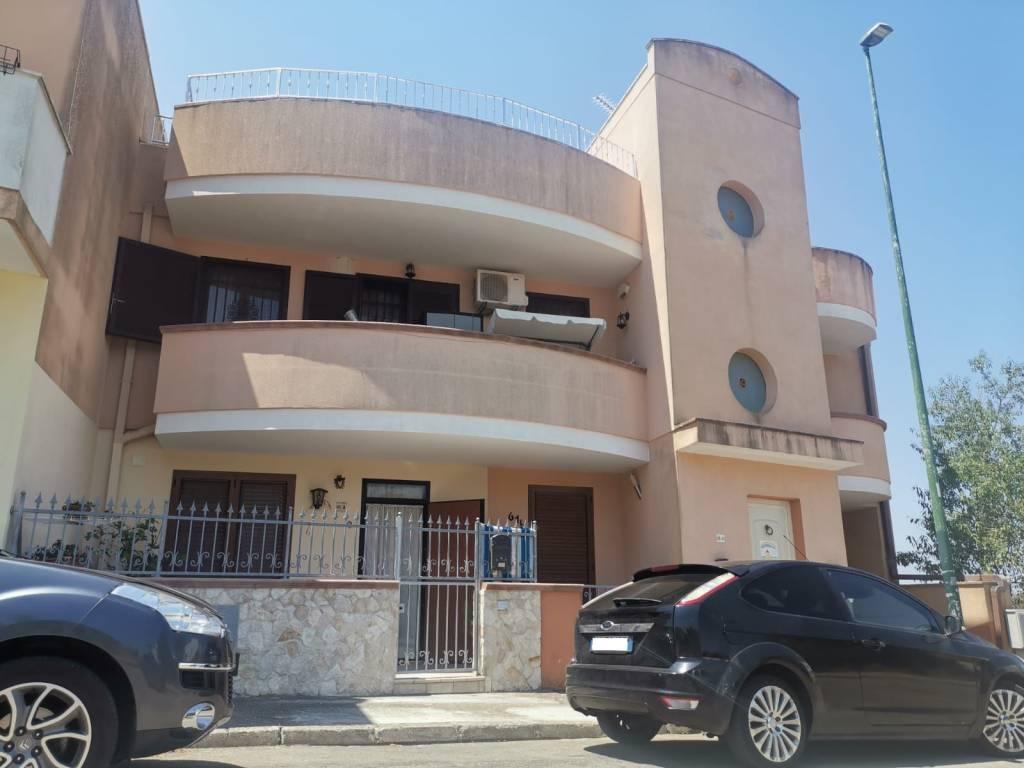 Appartamento in vendita a Sannicola, 6 locali, prezzo € 159.000 | CambioCasa.it