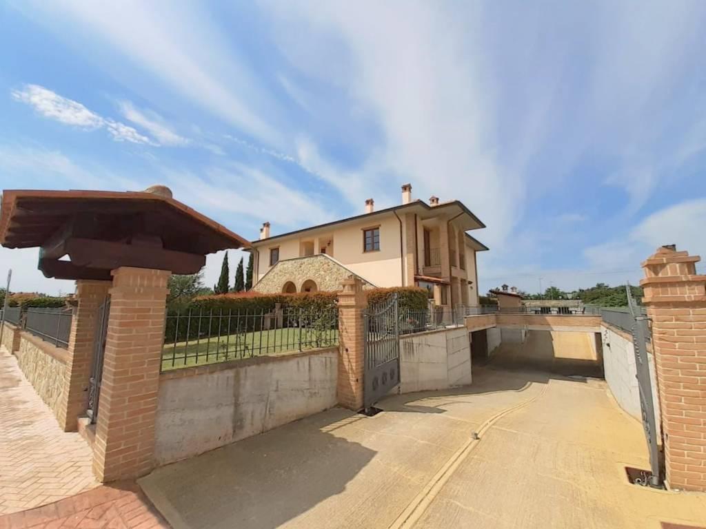 Appartamento in Vendita a Castiglione Del Lago Centro: 2 locali, 60 mq