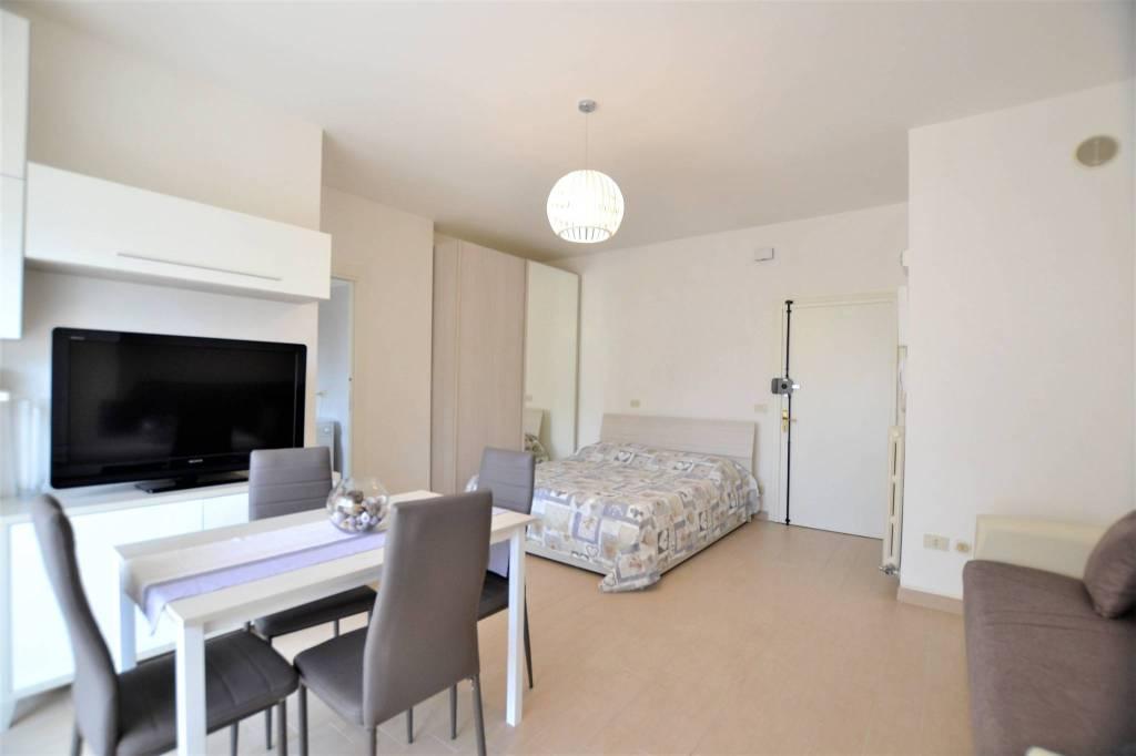 Appartamento in Affitto a Riccione Centro: 2 locali, 45 mq