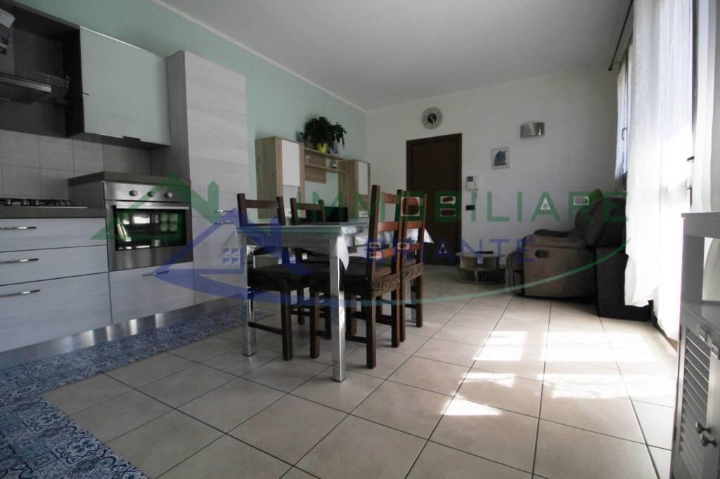 Appartamento in vendita a Somma Lombardo, 3 locali, prezzo € 99.000   CambioCasa.it