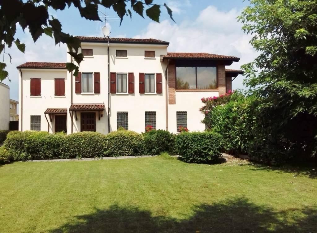 Villa in vendita a Castel Goffredo, 10 locali, prezzo € 380.000 | PortaleAgenzieImmobiliari.it