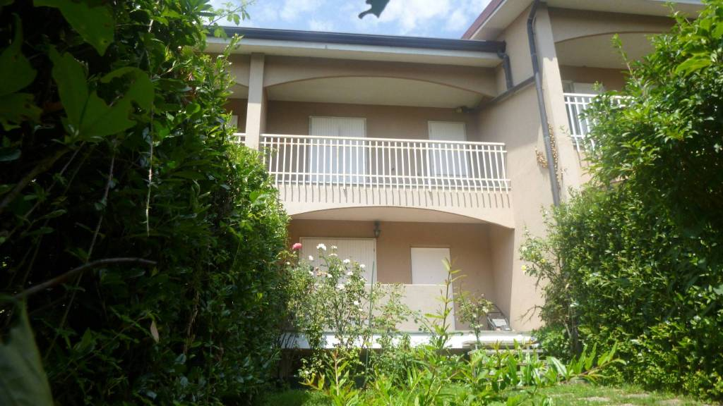 Villetta a schiera in buone condizioni in vendita Rif. 8389998