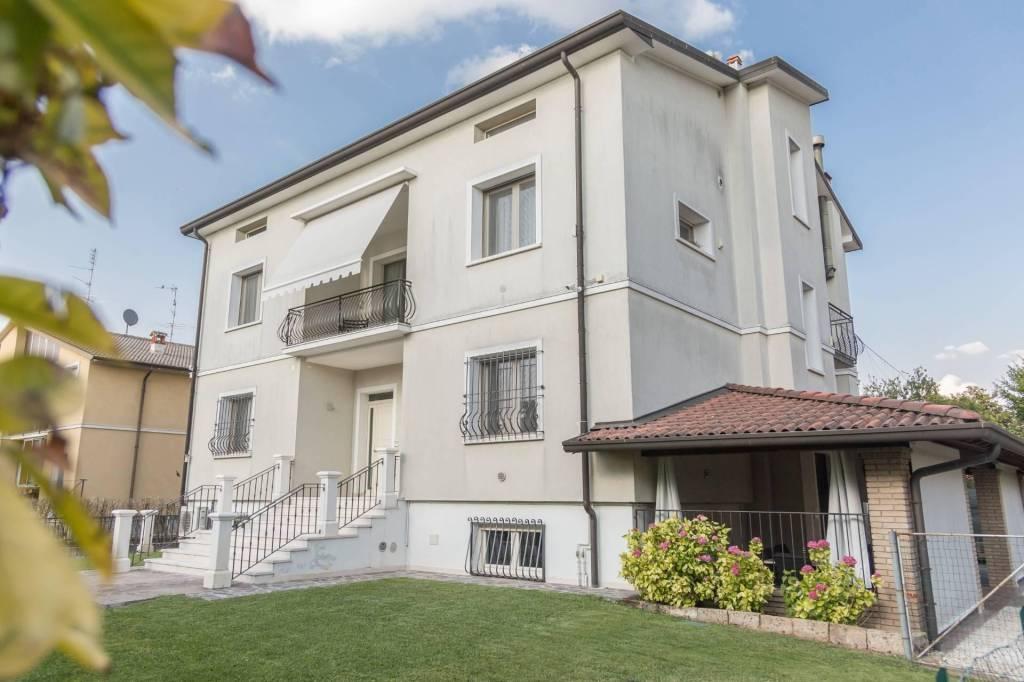 Villa in vendita a Leno, 9 locali, prezzo € 450.000 | PortaleAgenzieImmobiliari.it