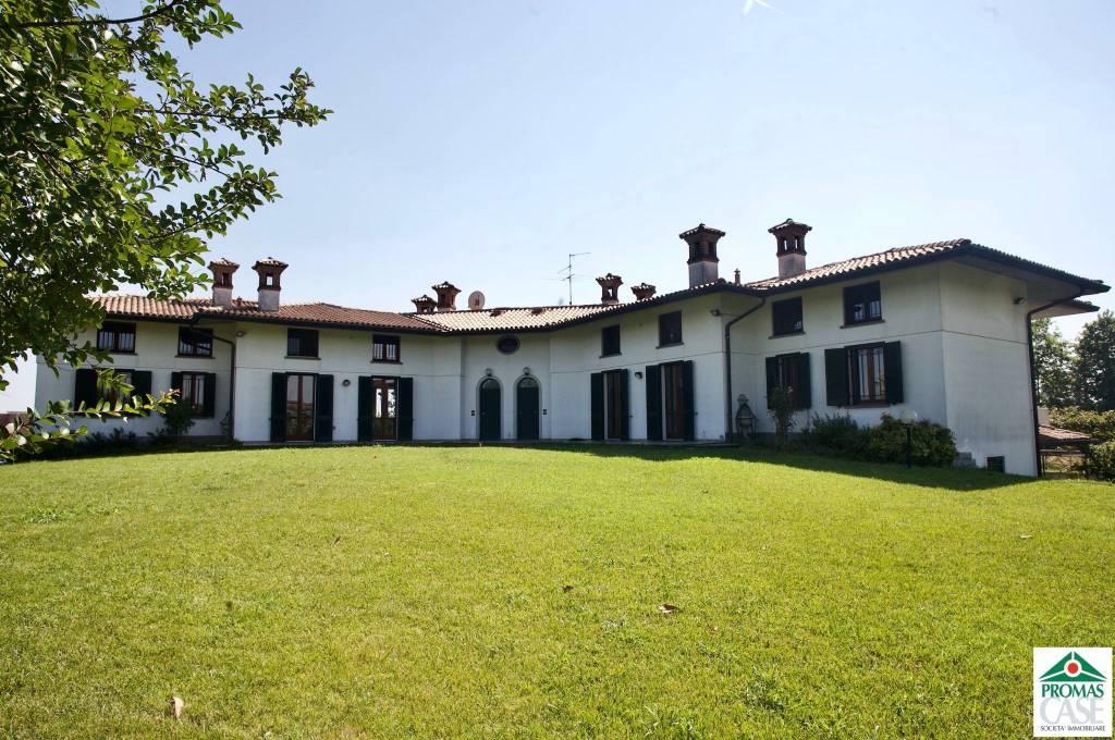 Villa in vendita a Caravaggio, 12 locali, prezzo € 950.000 | PortaleAgenzieImmobiliari.it