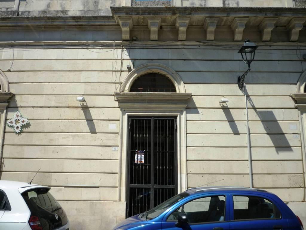Negozio / Locale in affitto a Maglie, 2 locali, prezzo € 750   CambioCasa.it