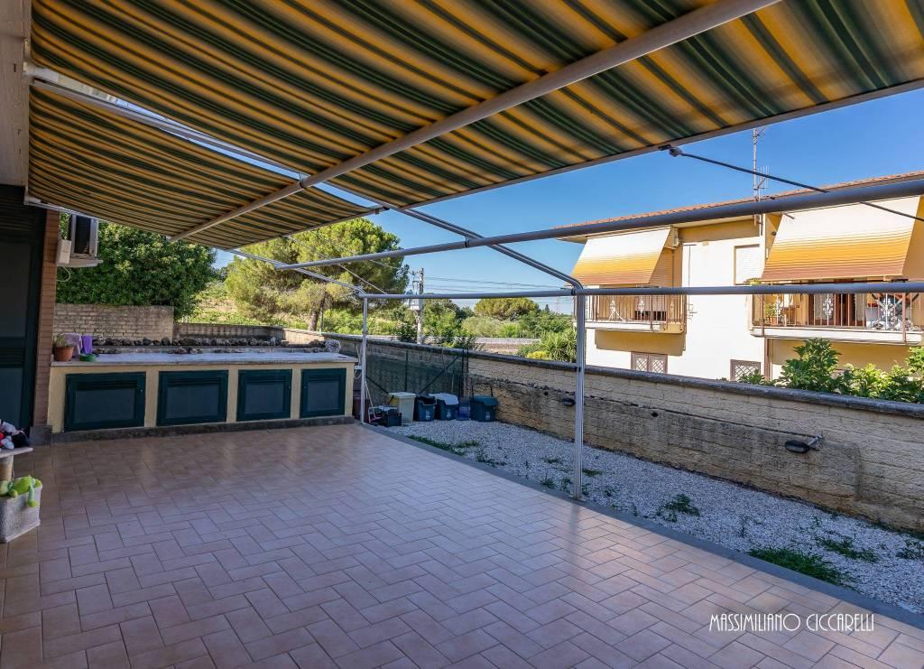 Appartamento in vendita a Lanuvio, 3 locali, prezzo € 105.000   CambioCasa.it