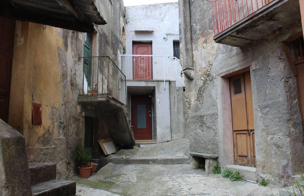 Appartamento in vendita a Catanzaro, 3 locali, prezzo € 40.000 | CambioCasa.it