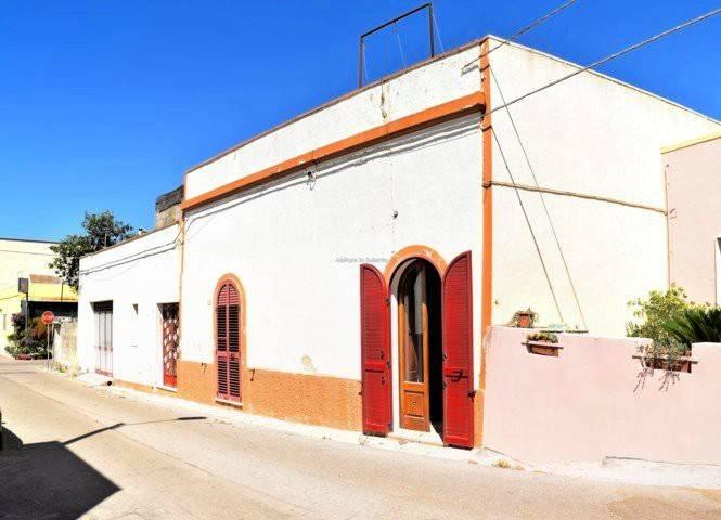 Soluzione Indipendente in vendita a Alessano, 5 locali, prezzo € 135.000 | CambioCasa.it
