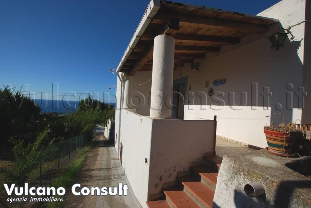 Villa in vendita a Malfa, 4 locali, prezzo € 300.000 | CambioCasa.it