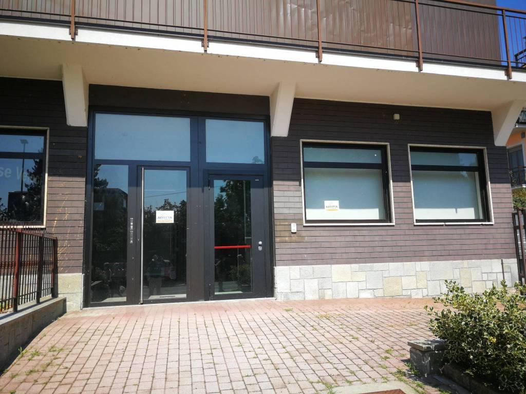 Negozio / Locale in affitto a Cambiano, 3 locali, prezzo € 2.200 | CambioCasa.it