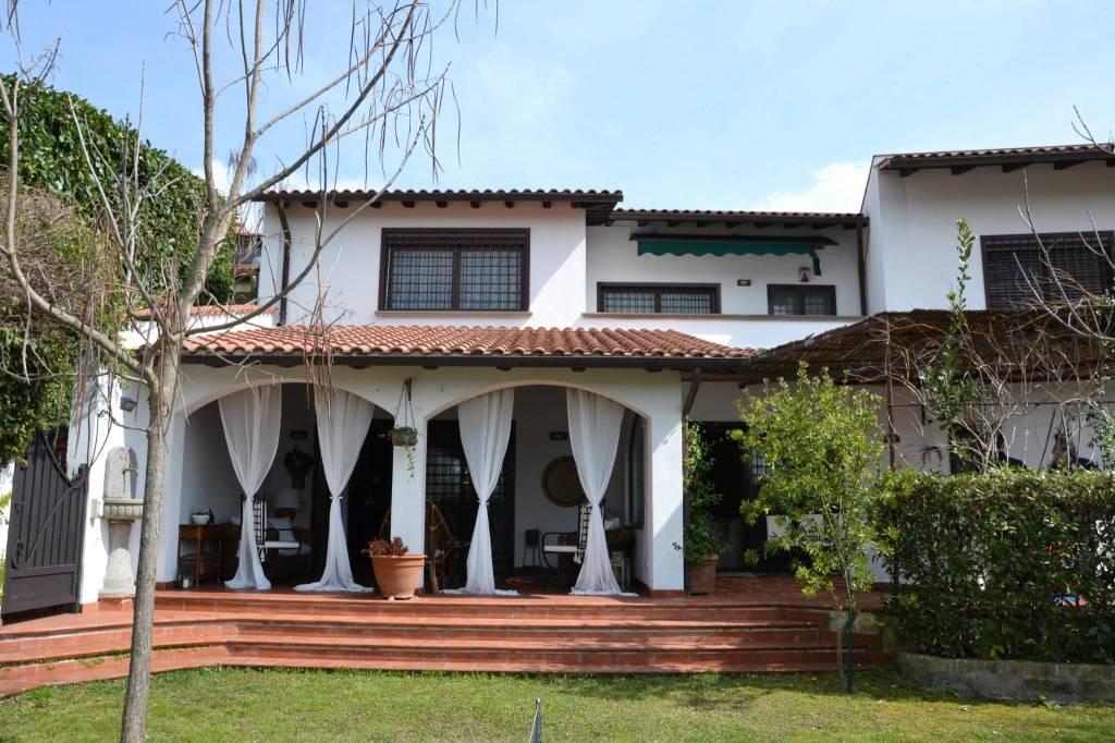 Villa in vendita a Sacrofano, 6 locali, prezzo € 500.000 | CambioCasa.it