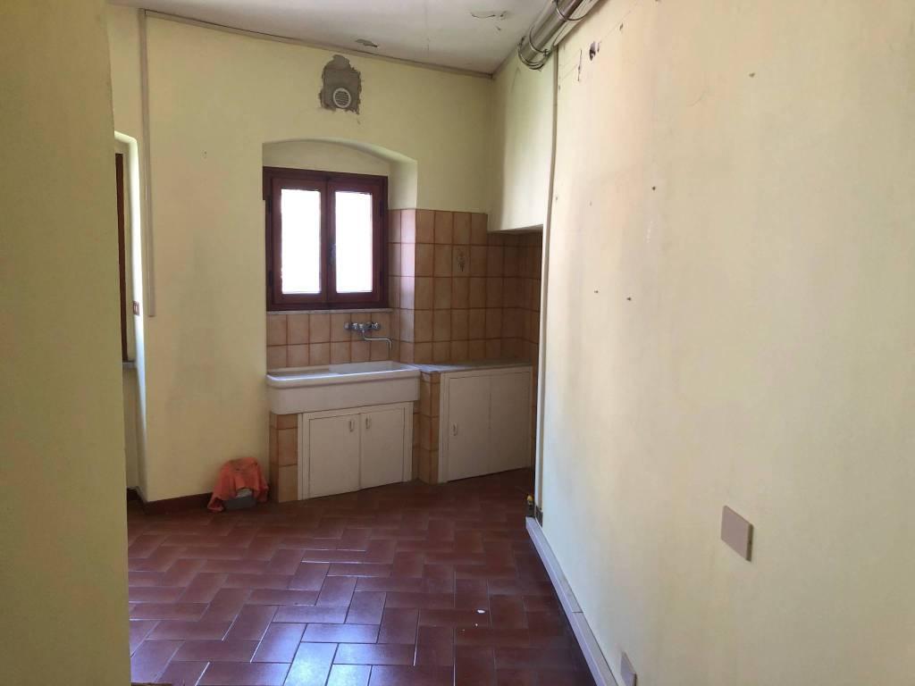 Ufficio / Studio in vendita a Pescia, 3 locali, prezzo € 52.000 | CambioCasa.it
