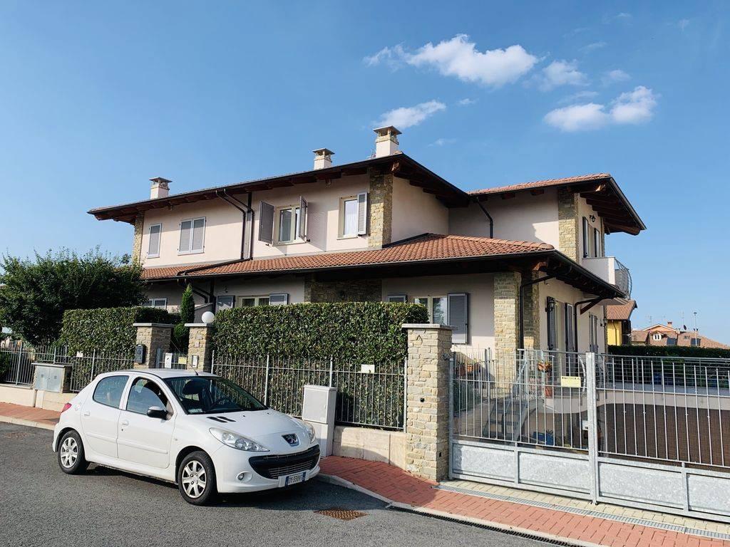 Villa in vendita a Cherasco, 6 locali, prezzo € 320.000   CambioCasa.it