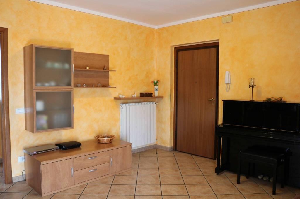 Appartamento in vendita a Leno, 3 locali, prezzo € 90.000 | CambioCasa.it