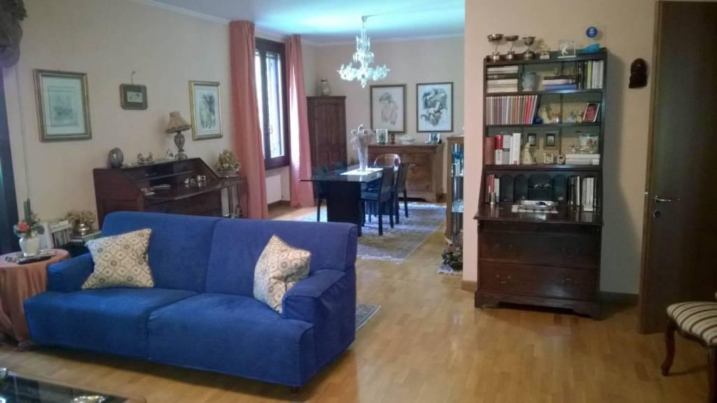 Appartamento in buone condizioni parzialmente arredato in affitto Rif. 7001877