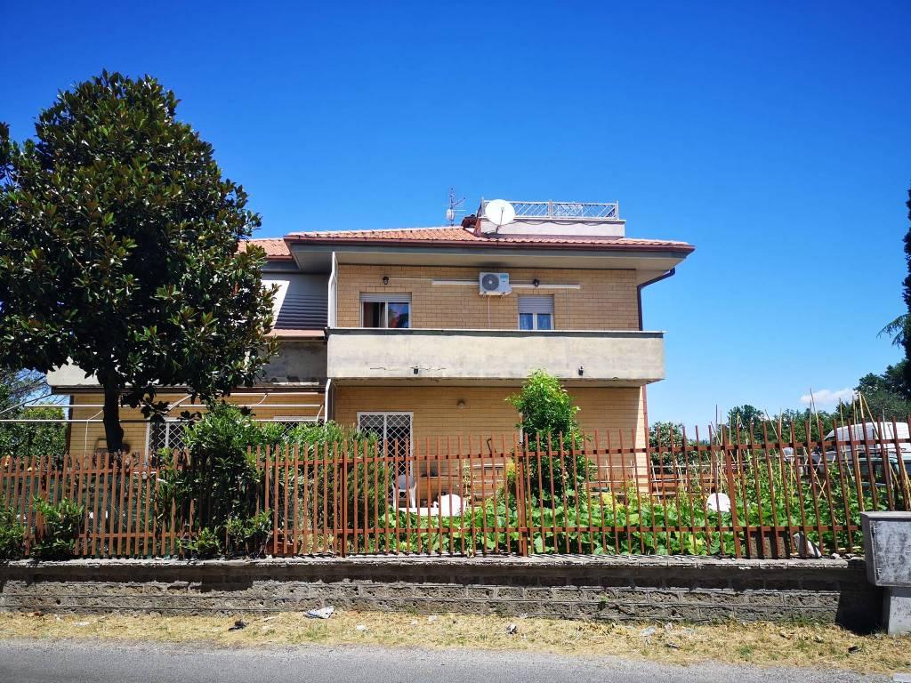 Appartamento in vendita a Civitella San Paolo, 3 locali, prezzo € 68.000 | CambioCasa.it