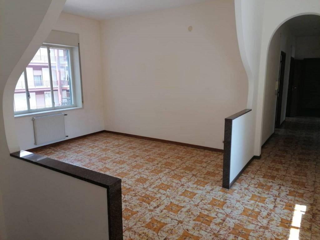 Appartamento in Vendita a Mascalucia Centro: 4 locali, 140 mq