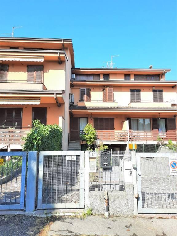 Villetta in Vendita a Rodano Centro: 5 locali, 197 mq