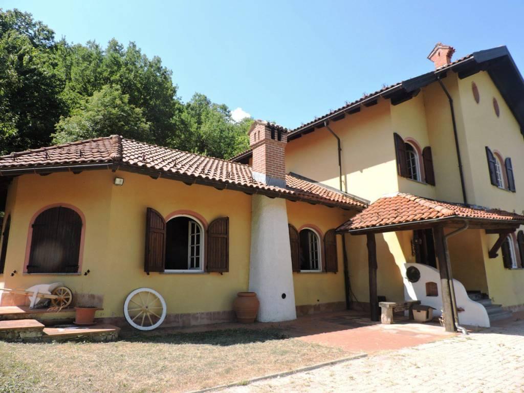 Appartamento in vendita a Voltaggio, 8 locali, prezzo € 250.000   CambioCasa.it