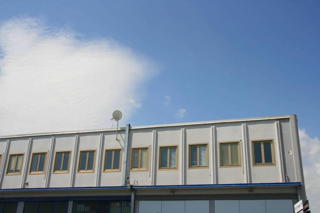 Capannone in Affitto a Arezzo: 3 locali, 150 mq