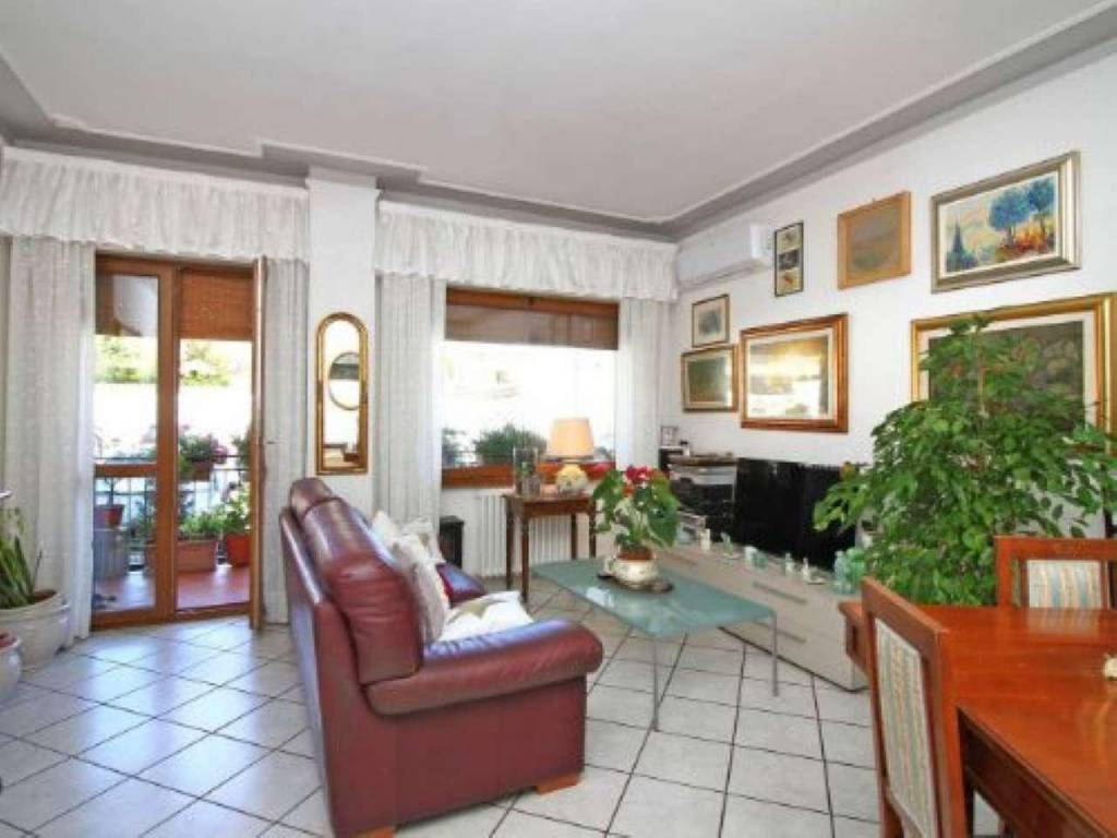 Appartamento in vendita a Livorno, 8 locali, prezzo € 230.000   CambioCasa.it