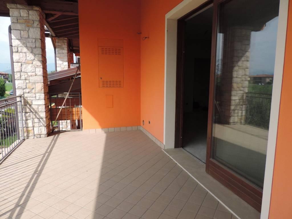 Appartamento in vendita a Rovato, 3 locali, prezzo € 185.000 | CambioCasa.it