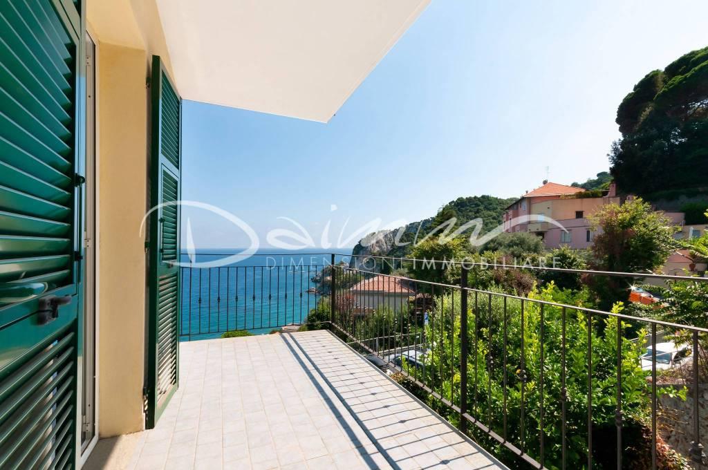 Appartamento in vendita a Bergeggi, 2 locali, prezzo € 315.000 | CambioCasa.it