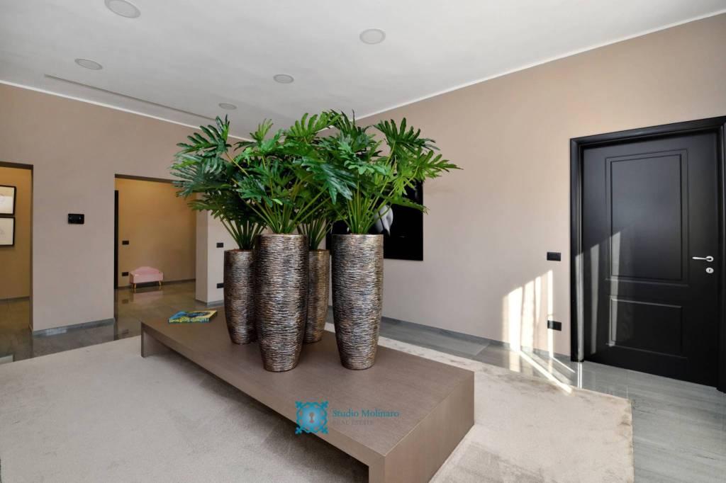 Villa in vendita a Roma, 17 locali, zona Zona: 38 . Acilia, Vitinia, Infernetto, Axa, Casal Palocco, Madonnetta, Trattative riservate   CambioCasa.it