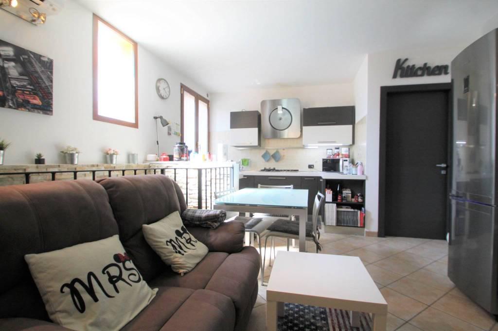 Appartamento in vendita a Cambiago, 3 locali, prezzo € 159.000 | CambioCasa.it