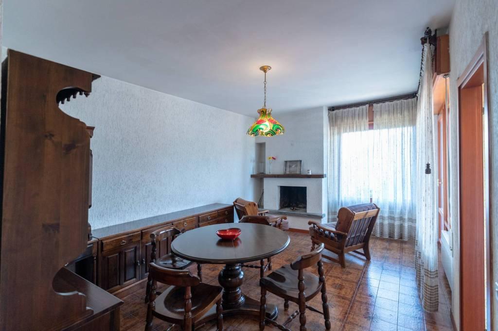 Appartamento in buone condizioni arredato in vendita Rif. 7847716