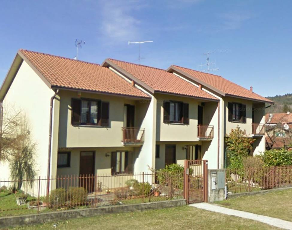 Villa a Schiera in vendita a Luino, 4 locali, prezzo € 285.000 | CambioCasa.it
